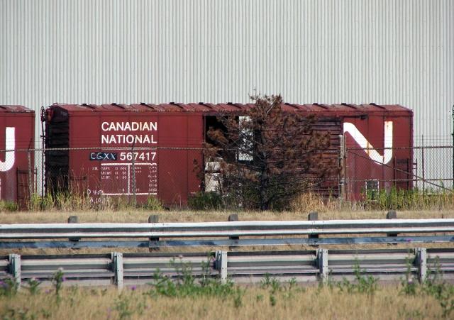 CGXX CN 567417 40' boxcar behind Owens Illinois in Brampton.jpg